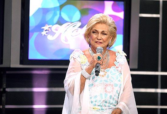 A apresentadora do SBT Hebe Camargo recebeu alta do hospital hoje e receberá cuidados médicos em casa