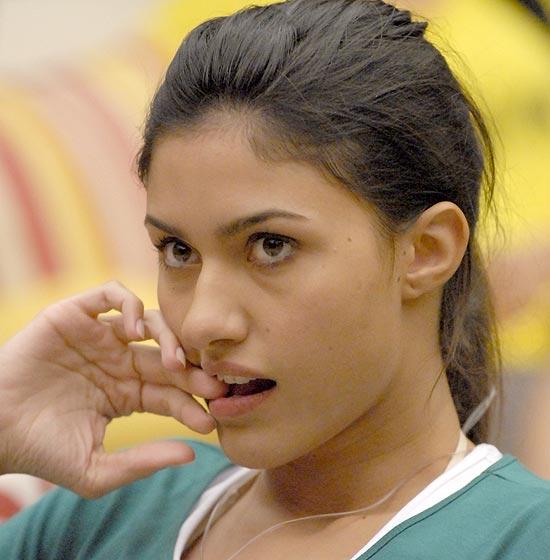 """Ao deixar a casa do """"Big Brother Brasil 10"""", Tessalia disse que o que aconteceu debaixo do edredon foi só """"pegação"""""""