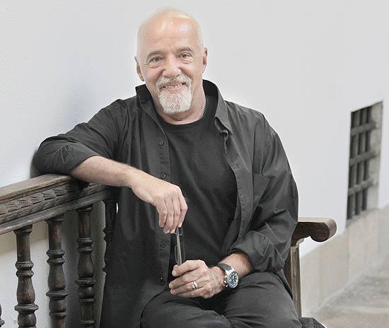 O escritor brasileiro Paulo Coelho disse no Twitter que lerá a versão final de seu filme nesta quinta-feira