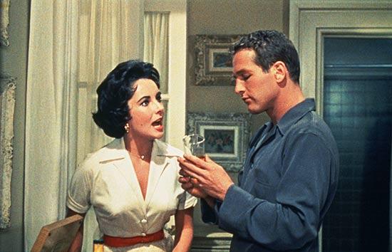 """A atriz Elizabeth Taylor contracena com Paul Newman em """"Gata em Teto de Zinco Quente"""""""