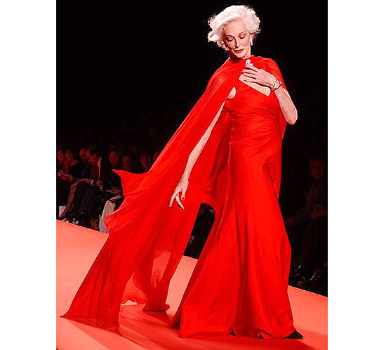 Description English: Model Carmen Dell'Orefice in the 2005 Red Dress Collection for The Heart Truth Date 6 January 2008, 14:25 Source Carmen Dell'Orefice, Red Dress Collection 2005 Author The Heart Truth