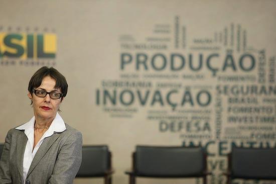 BRASILIA, DF, BRASIL 29-09-2011 16h15: MInistzra Ana de Hollanda participa no palcio do Planalto, da cerimnia de anncio de medidas de fomento indstria nacional de defesa. (Foto: Sergio Lima/Folhapress PODER)