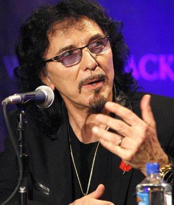 Guitarrista Tony Iommi participa de coletiva de imprensa em novembro de 2001