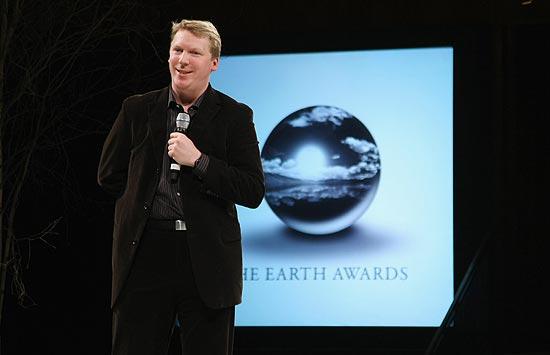 O britânico Cameron Sinclair, fundador da ONG Architecture for Humanity, fala durante evento em Nova York em 2009