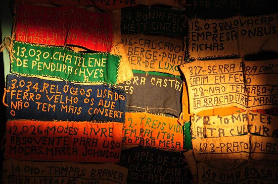Detalhe de obra de Bispo do Rosário que vai à Bienal