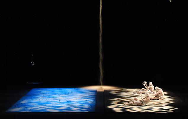 Cena de 'Umusuna' em apresentação em Lyon, na França, idêntica à mostrada aqui