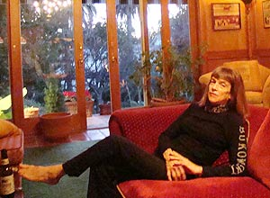 Linda Lee Bukowski, ex-mulher do poeta beat, em sua casa na Califórnia