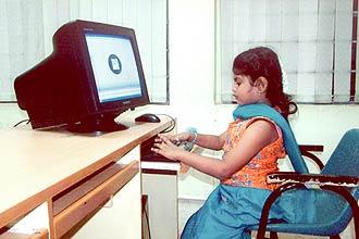 Lavinashree, 9, gosta de computadores e engenharia, mas afirma que quer ser cientista quando crescer