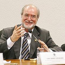 Azeredo concebeu texto da lei sobre crimes na internet aprovada no Senado em 2008
