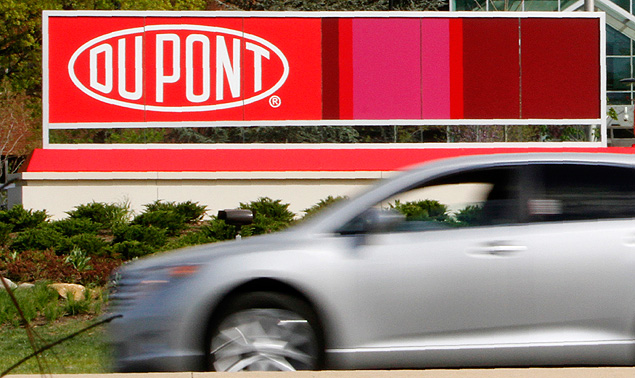 A view of the Dupont logo on a sign at the Dupont Chestnut Run Plaza facility near Wilmington, Delaware, in this April 17, 2012, file photo. Dow Chemical Co and DuPont are in advanced merger talks, the Wall Street Journal reported on December 8, 2015, citing people familiar with the matter. REUTERS/Tim Shaffer/Files ORG XMIT: TOR600