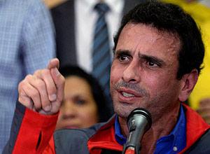O governador do Estado de Miranda, Henrique Capriles, durante entrevista coletiva em Caracas – Federico Parra - 21.out.16/AFP