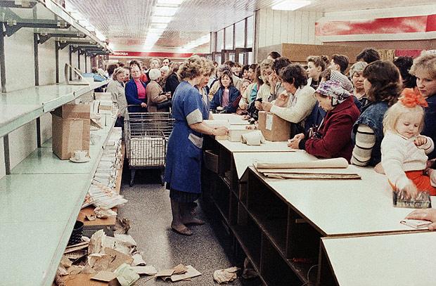 Resultado de imagem para Filas nos mercados da União Soviética