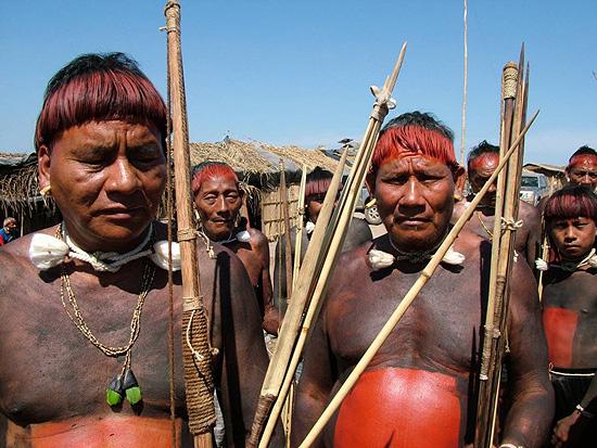 Índios xavantes protestam contra decisão do governo de MT de dar a terra Marãiwatsédé para fazendeiros