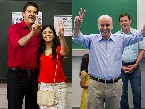 Fernando Haddad (à esq.) vota acompanhado de sua filha, Caroline; José Serra vota em colégio na zona oeste, com o correligionário Orlando Morando (ao fundo)