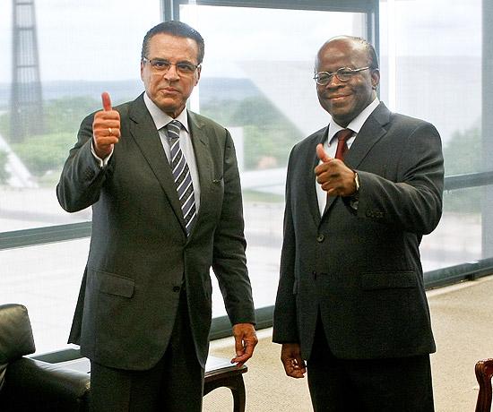 Presidente da Câmara, Henrique Alves, durante visita ao presidente do Supremo, Joaquim Barbosa, em Brasília