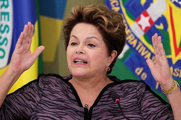 Presidente Dilma Rousseff discursa em encontro com governadores e prefeitos no Palácio do Planalto