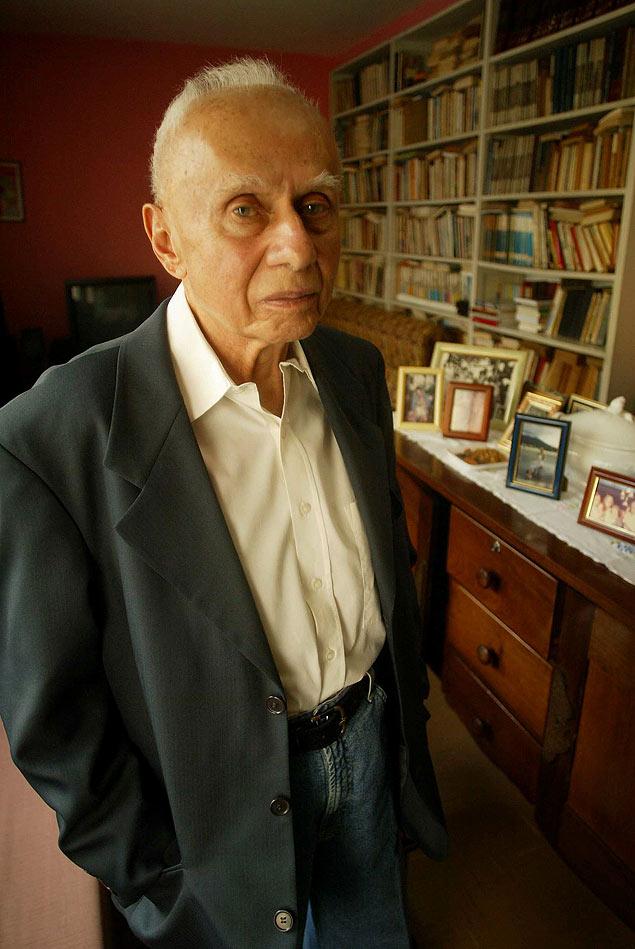 O historiador Jacob Gorender em sua casa, no bairro da Pompéia, em São Paulo, em 2004