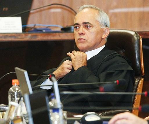 BRASÍLIA, DF, BRASIL, 09-06-2010, 11h20: Ministro do Tribunalk de Contas da União, Raimundo Carreiro durante a sessão para analisar as contas de 2009 do governo Lula, em Brasília (DF). (Foto: Alan Marques/Folhapress, PODER)