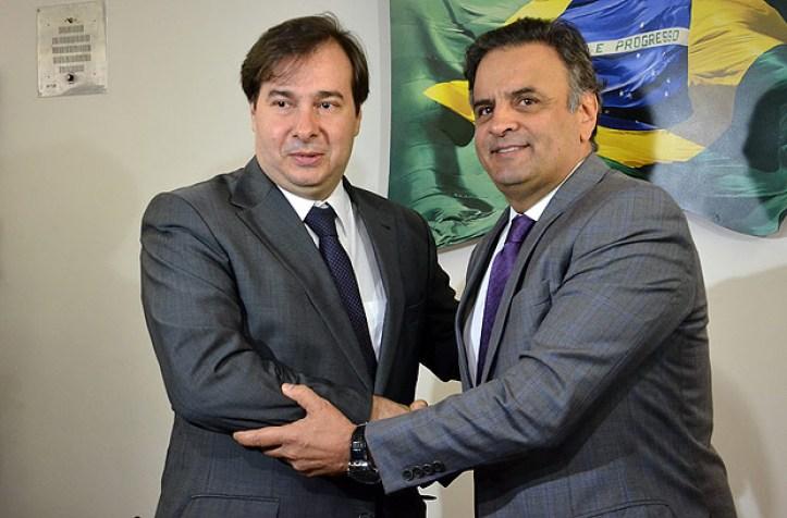 O novo presidente da Câmara, Rodrigo Maia (DEM-RJ) agradece o senador Aécio Neves pelo apoio