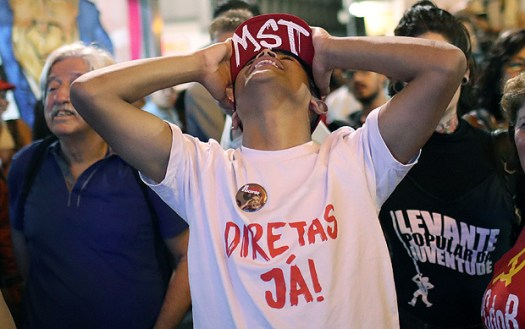 A demonstrator reacts as he follows on screen, a vote on sending corruption charges against President Michel Temer to the Supreme Court for trial in Sao Paulo, Brazil, August 2, 2017. REUTERS/Leonardo Benassatto ORG XMIT: SAO118
