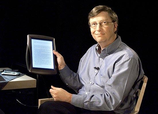 Bill Gates, então presidente do conselho da Microsoft, apresentou Tablet PC da companhia em 2000