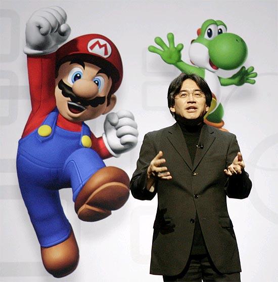 Satoru Iwata, presidente da Nintendo, durante coletiva de imprensa em Los Angeles