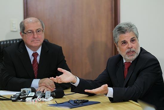 O ministro das Comunicações, Paulo Bernardo, e o presidente da Vivo, Antonio Carlos Valente, durante coletiva sobre conexão 4G