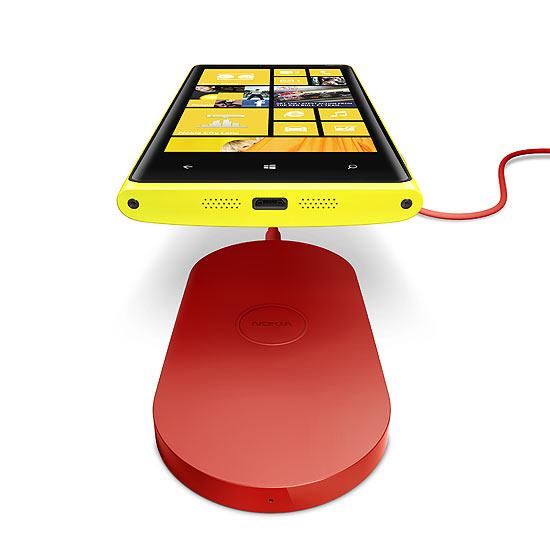 Novos celulares da linha Lumia, da Nokia, podem ser recarregados sem fio: basta estar em contato com a base