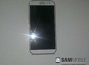 """Suposta fotografia de divulgação do Galaxy S 4 divulgada pelo site """"SamMobile"""""""