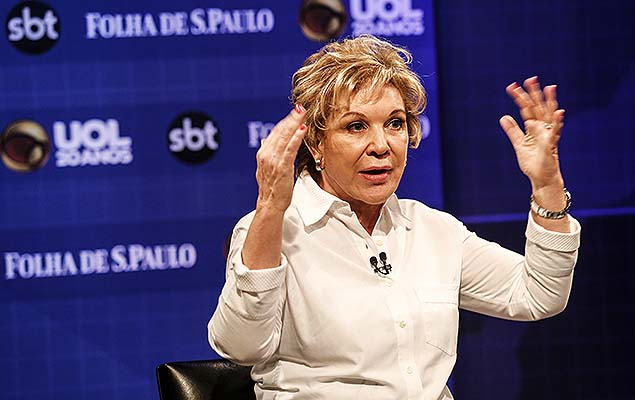 A senadora Marta Suplicy (PMDB), pré-candidata a Prefeitura de São Paulo, participa de sabatina no estúdio do UOL, na capital paulista