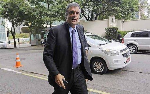 O ex-ministro da Justiça, José Eduardo Cardozo, chega para prestar para depoimento ao juiz federal Sérgio Moro, na Justiça Federal em São Paulo, nesta segunda-feira.