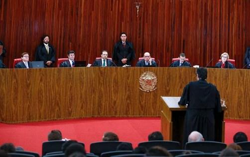 TSE julga o pedido de impugnação da chapa Dilma-Temer, em ação proposta pelo PSDB, em Brasília (DF), nesta terça-feira