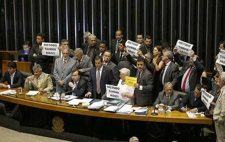Resultado de imagem para Manobra do governo aprova urgência na tramitação da reforma trabalhista
