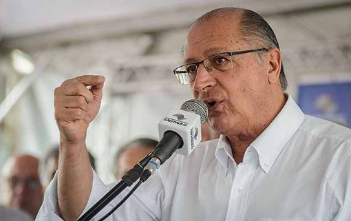 O governador Geraldo Alckmin participa do sorteio de casas populares, pelo programa CDHU em Patrocínio Paulista (SP), na manhã desta sexta-feira (21).