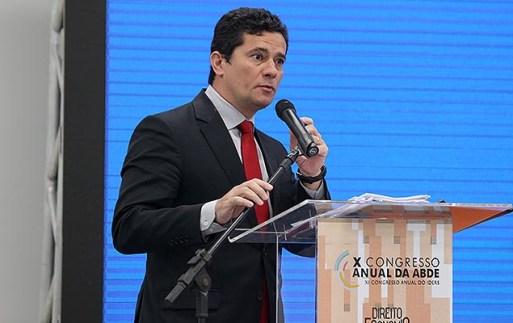 Promotores paulistas questionam a competência do juiz Sergio Moro para liberar o valor de indenizações