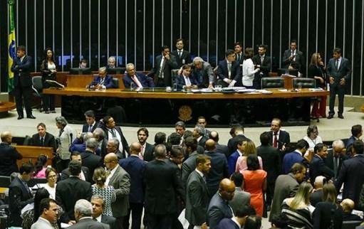 Plenário da Câmara dos Deputados, em Brasília, durante votação de proposta de reforma política