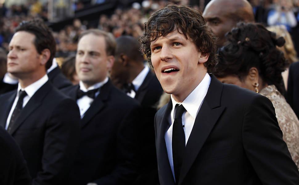 """Candidato ao Oscar de melhor ator pelo filme """"A Rede Social"""", Jesse Eisenberg chega para a premiação do Oscar"""