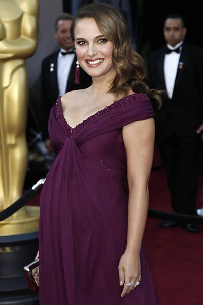 """Favorita ao Oscar de melhor atriz pelo filme """"Cisne Negro"""" chega para a cerimônia do Oscar 2011"""