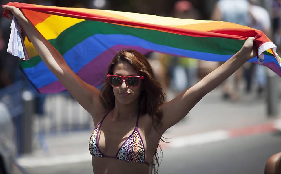 Jovem participante da Parada do Orgulho Gay de Tel Aviv, Israel  Leia mais