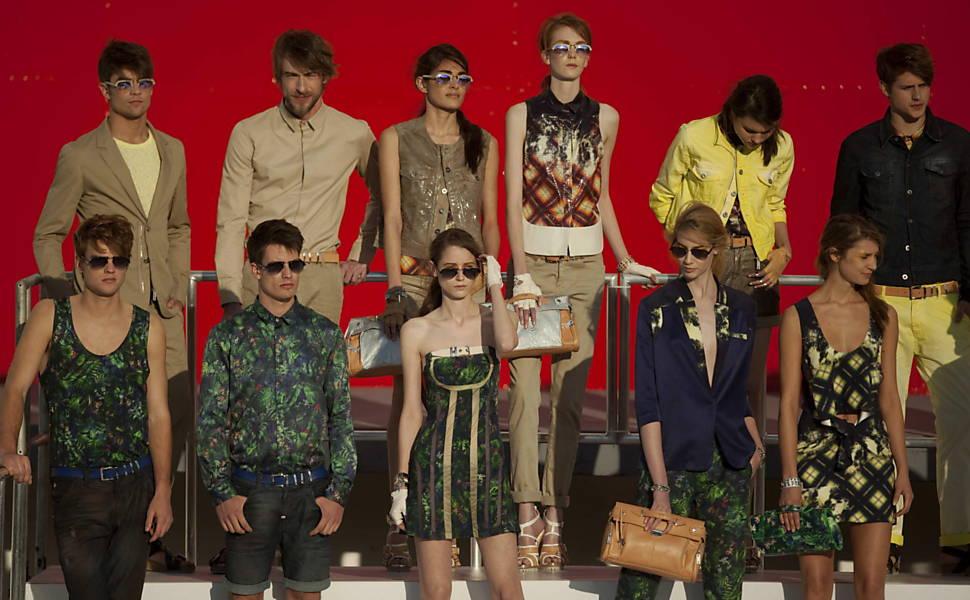 Grife Ellus apresenta coleção verão 2012 em desfile no parque do Ibirapuera