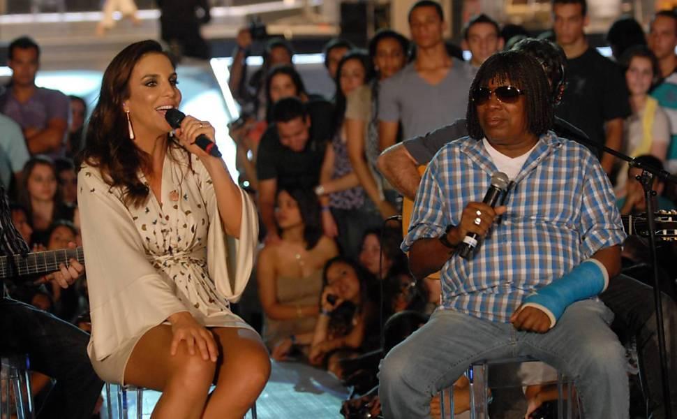 Ivete Sangalo e Milton Nascimento conversam durante gravação