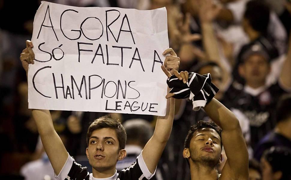 Torcedores do Corinthians aguardam início do jogo contra o Boca Saiba mais sobre a partida