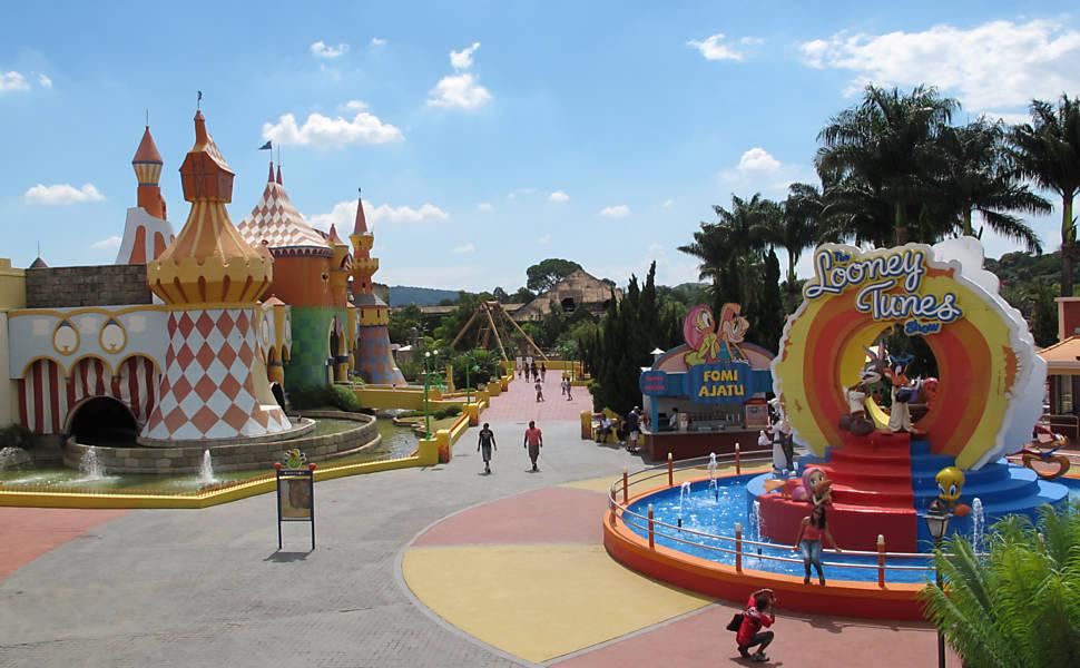 Hopi Hari tem área para crianças com personagens de Looney Tunes e recebe até dia 17/11, a Hora do Horror a partir das 18h