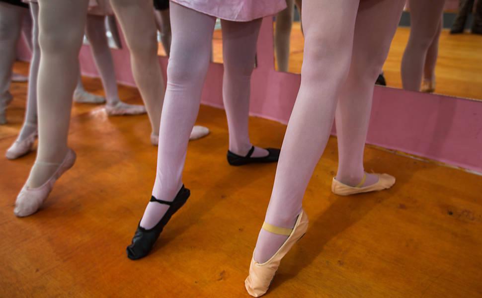 Resultado de imagem para pernas de bailarina ensaiando