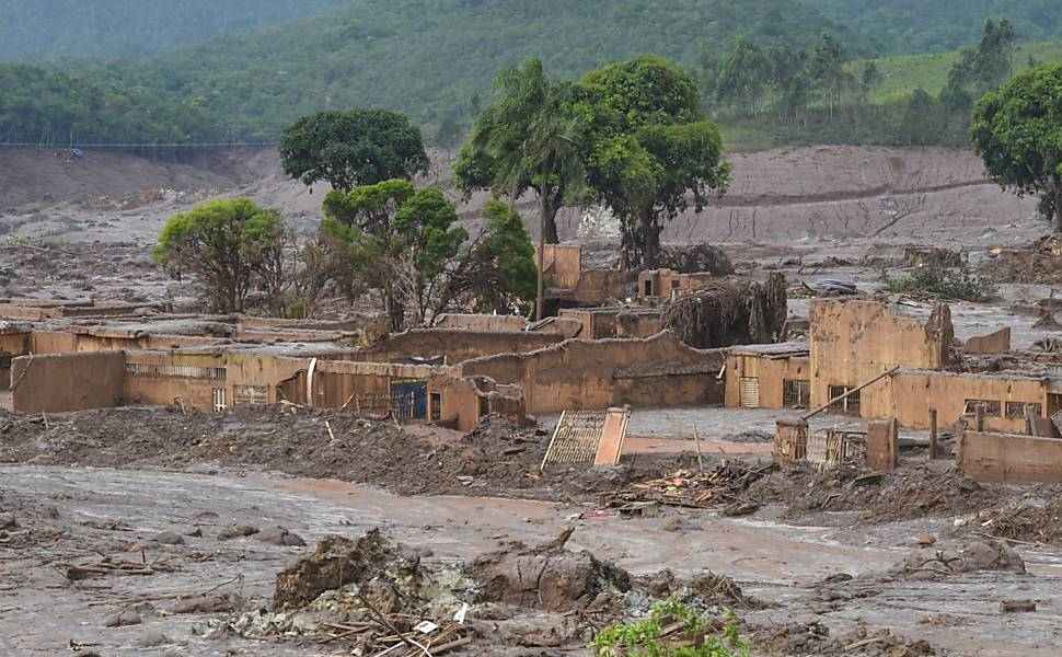 Rompimento de barragens em MG