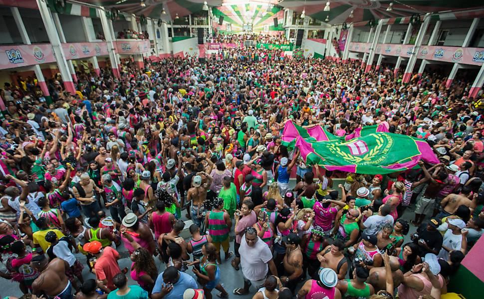 586785-970x600-1 Mangueira é campeã do carnaval 2016 com homenagem a Bethânia