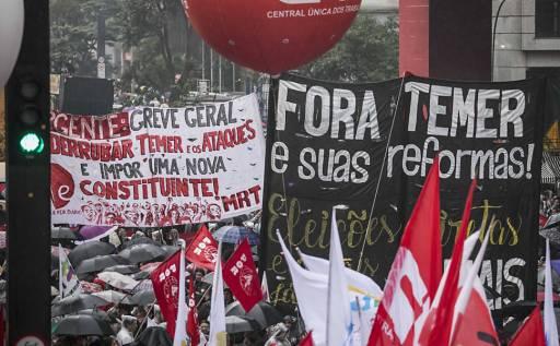 Resultado de imagem para Esvaziados e sob chuva, protestos pedem 'Fora, Temer' e 'Diretas-Já'