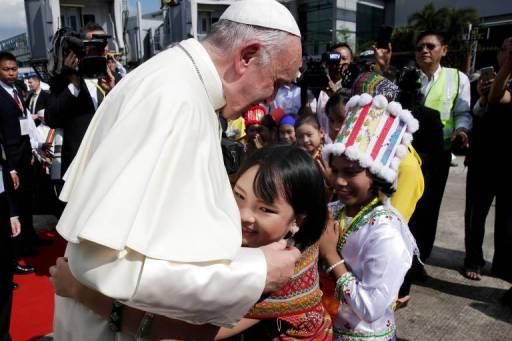 Resultado de imagem para Com rohingyas como tema central da viagem, papa chega a Mianmar