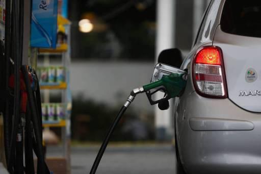 Automóvel em posto de gasolina, em São Paulo