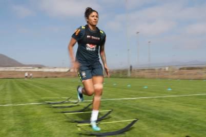 Cristiane durante treino da seleção brasileira feminina